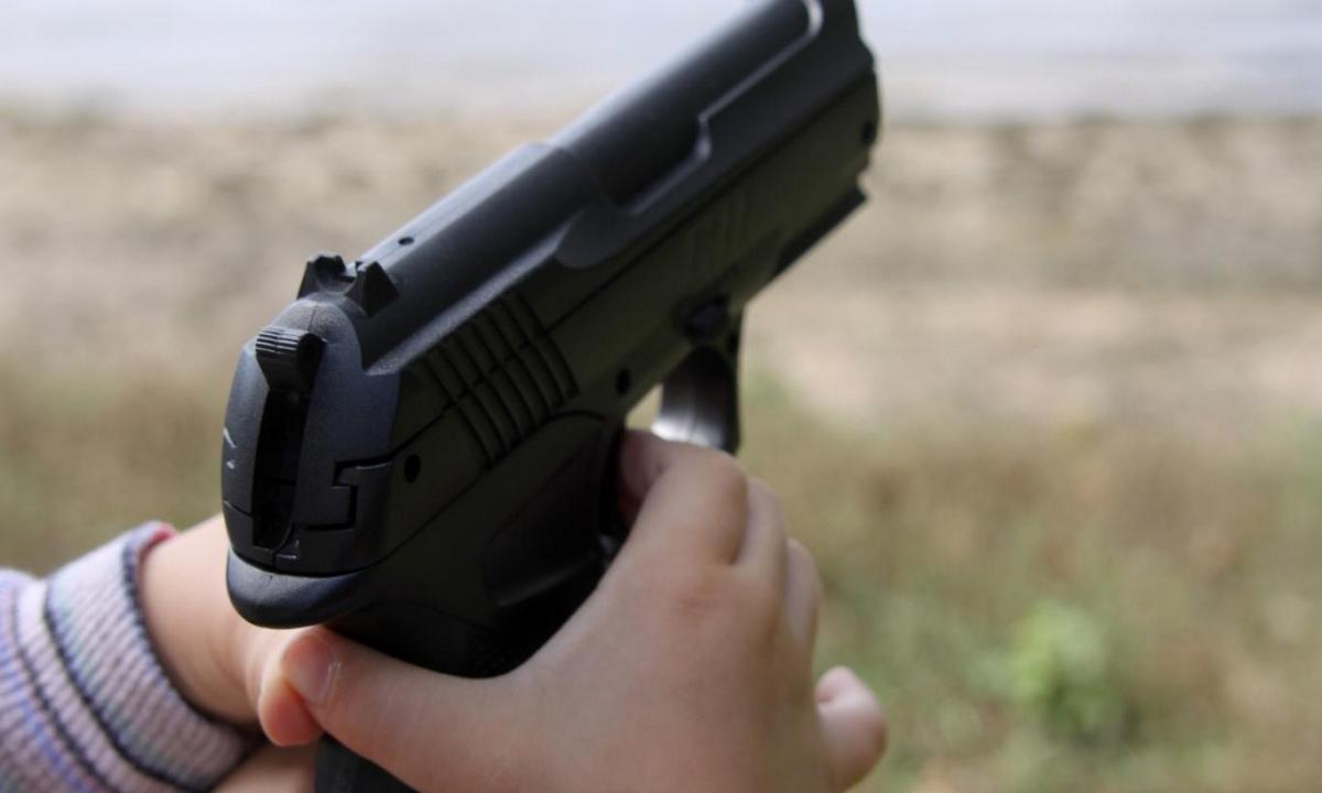 niño-disparo-padres