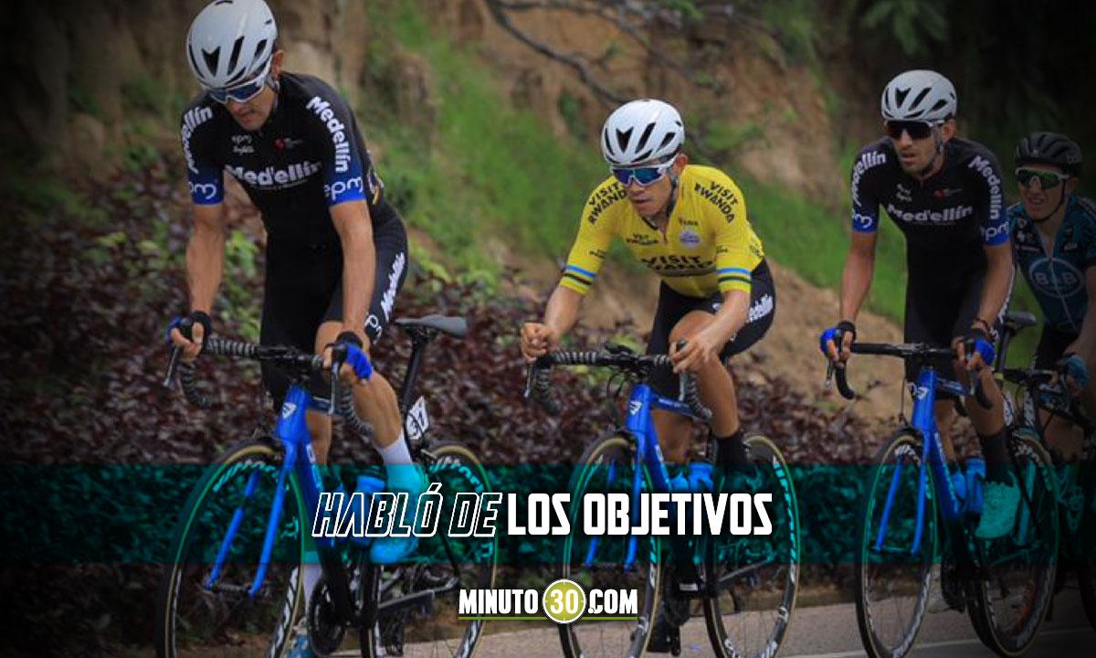 oscar Sevilla celebra el buen inicio del Team Medellin en el Tour de Ruanda