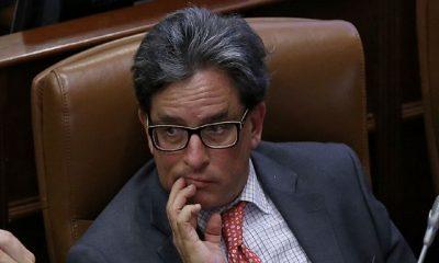 políticos-renuncia-Alberto-Carrasquilla