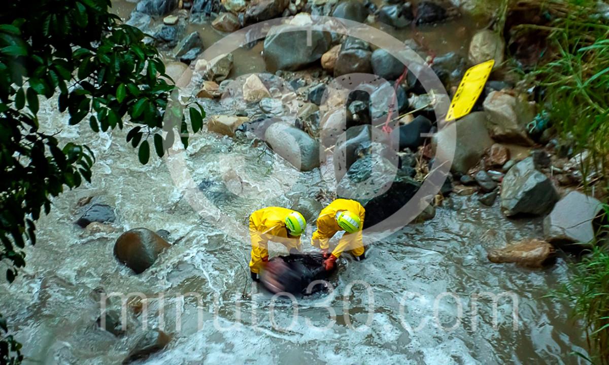 En San Cristóbal encontraron un muerto en una quebrada y cubierto con bolsas negras