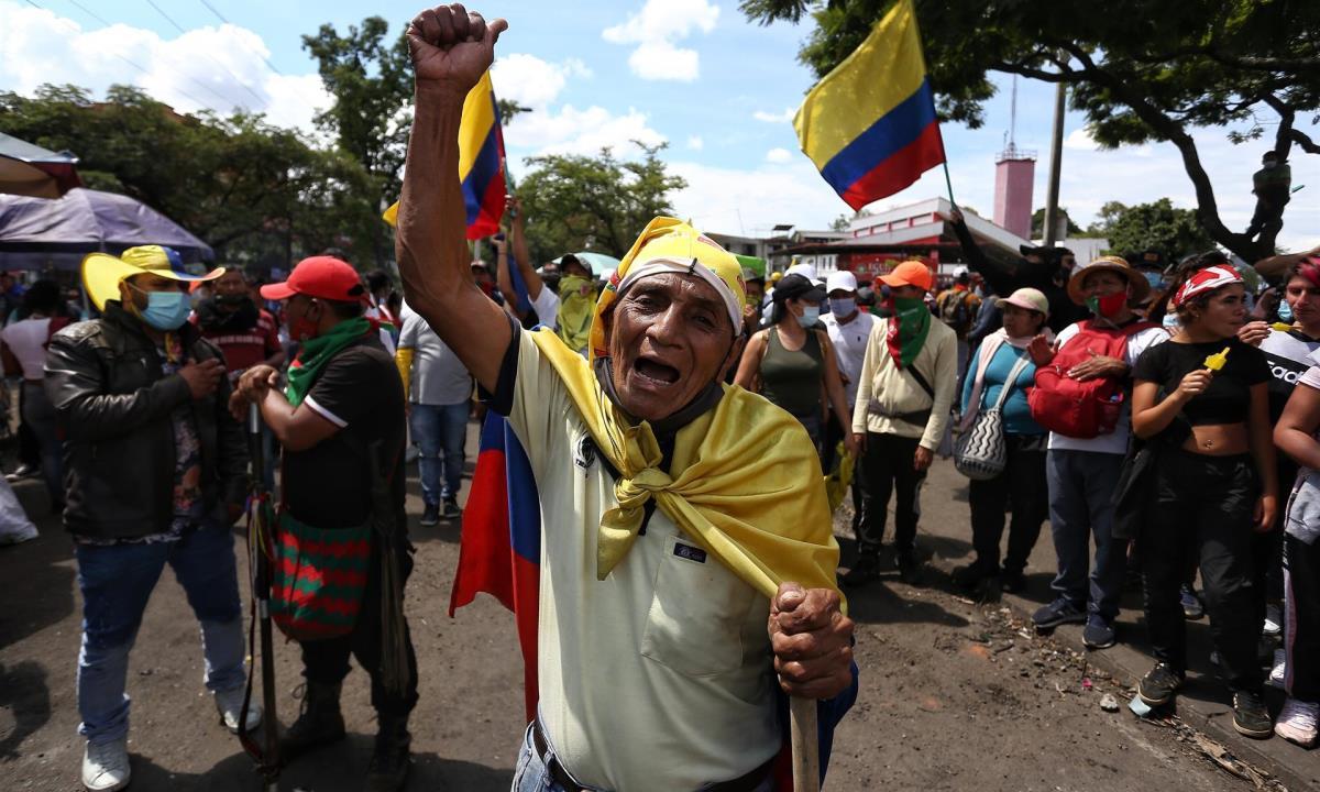 """Manifestantes participan en una nueva jornada del """"Paro Nacional"""",el pasado miércoles en Cali (Colombia). EFE/ Pablo Rodríguez"""