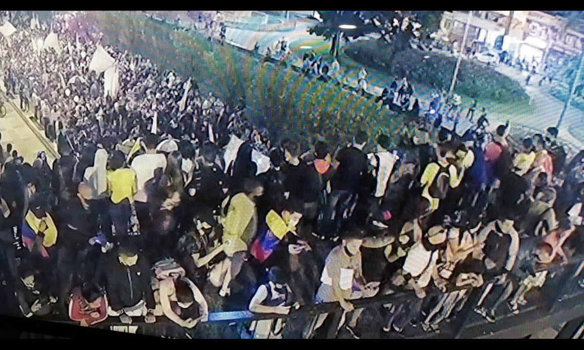 Paro nacional: En Manizales piden a los manifestantes desocupar un puente peatonal por peligro a que colapse