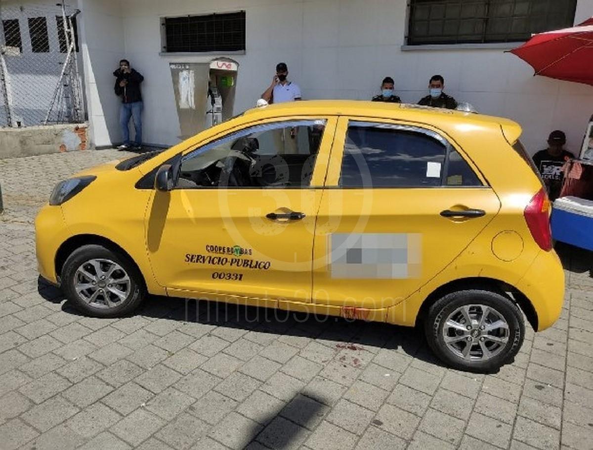 FOTOS: Dentro de un taxi y a bala mataron a un hombre por la Av. 33 de Medellín - Noticias de Colombia