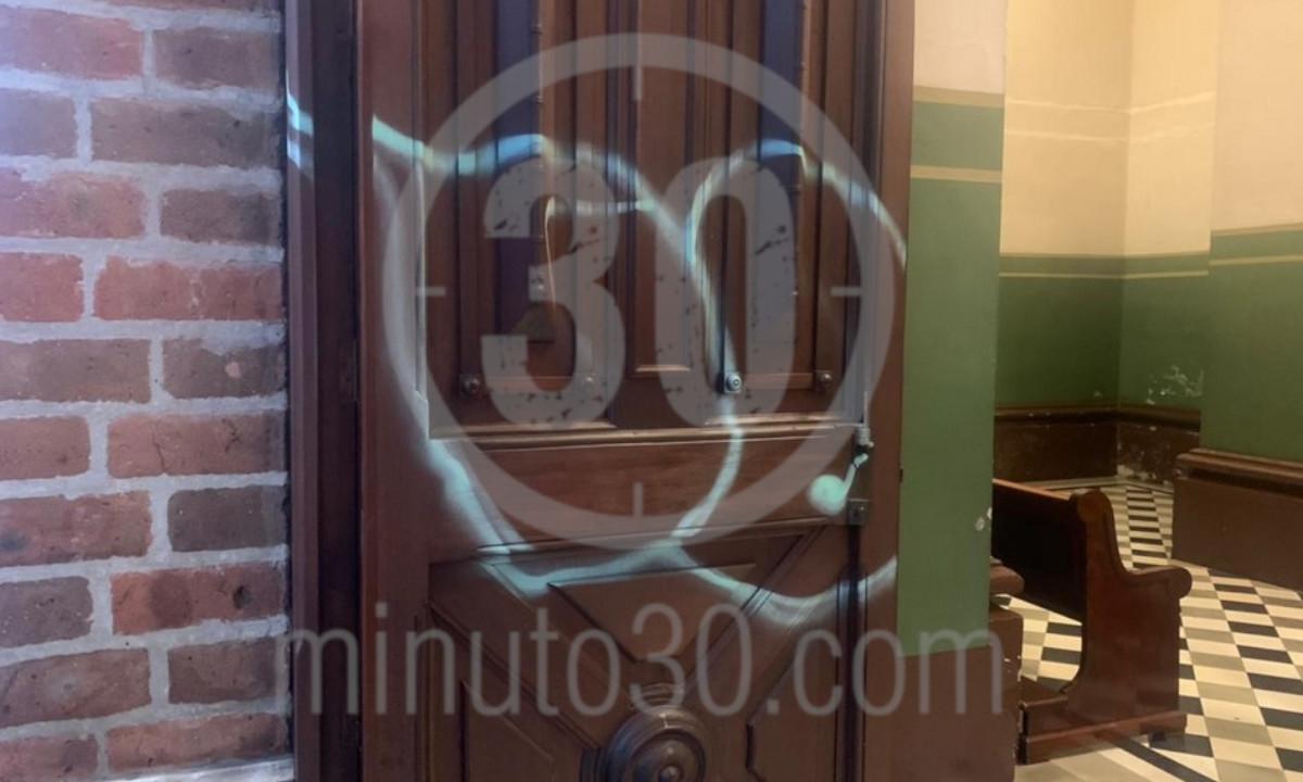 [Fotos y video] ¡Inaceptable! Así vandalizaron la iglesia de El Poblado