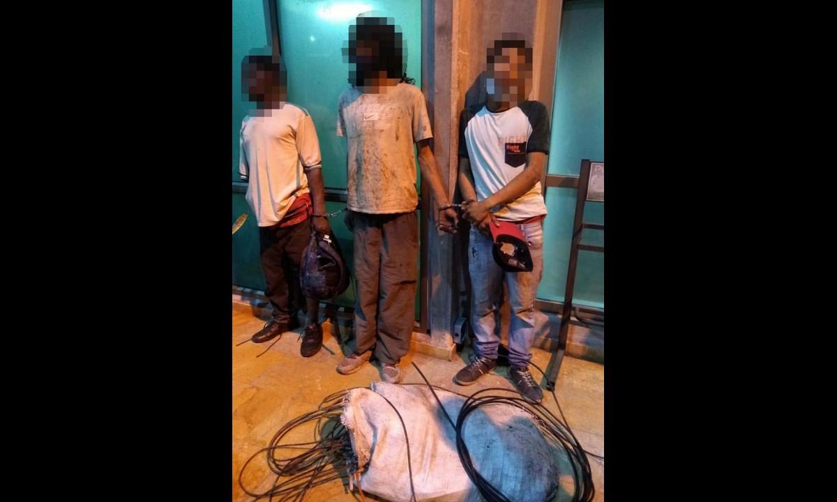 A estos los pillaron robando cables del sistema de semaforización de Medellín