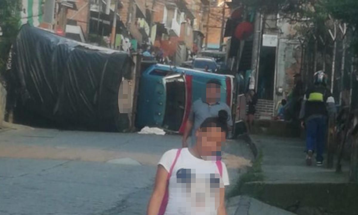 Un camión se volcó en Santo Domingo