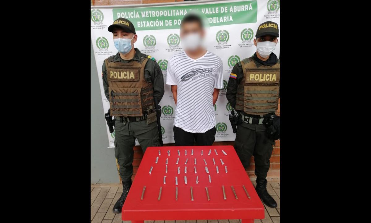 A este sujeto lo pillaron en Medellín con los 'porros' listos pa' la venta