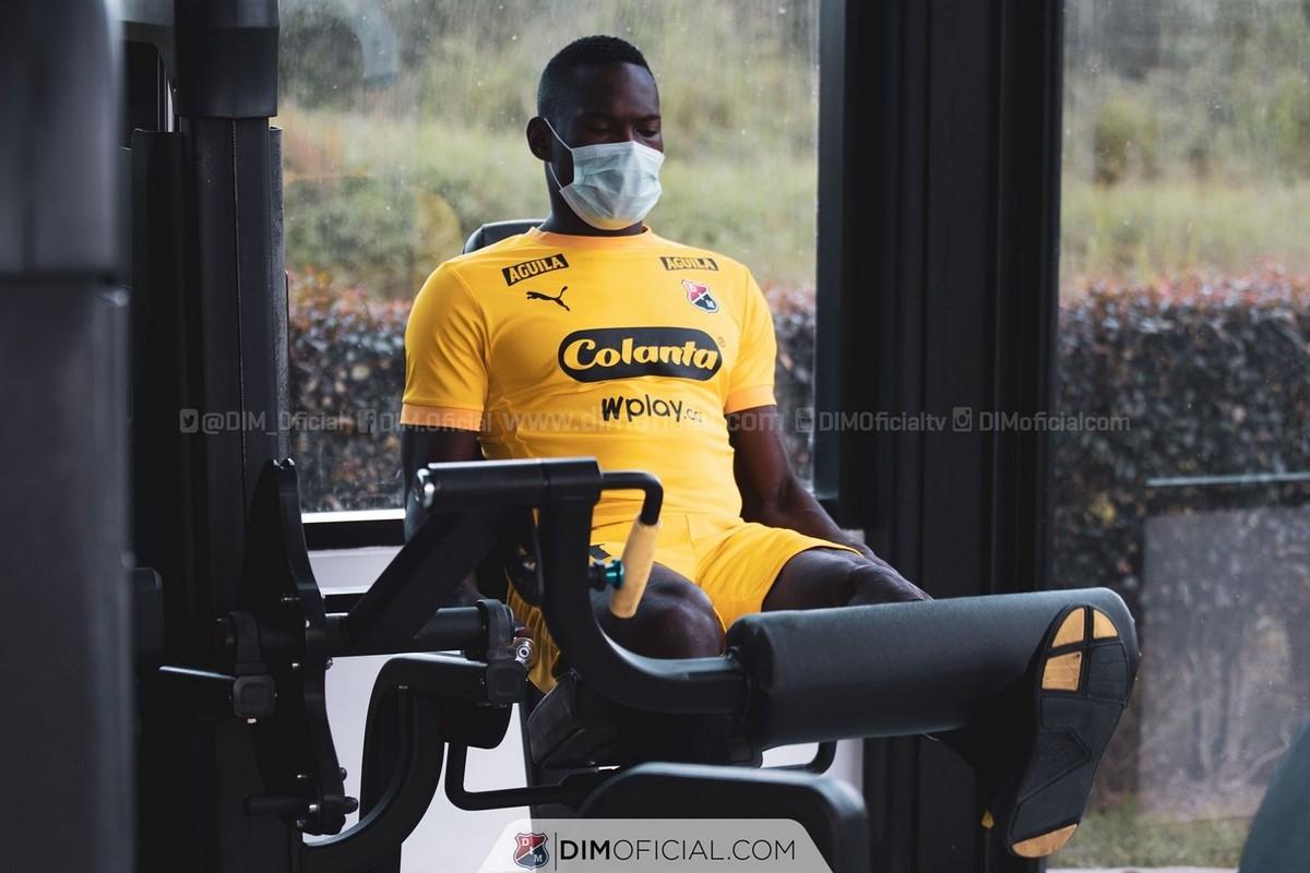 Diber Cambindo entrena con Independiente Medellin 5