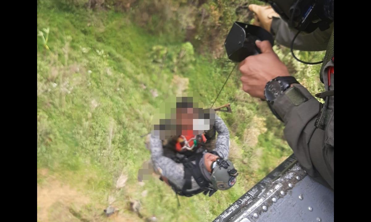 Fuerza Aérea realizó maniobras para salvarle la vida a un hombre herido durante un combate