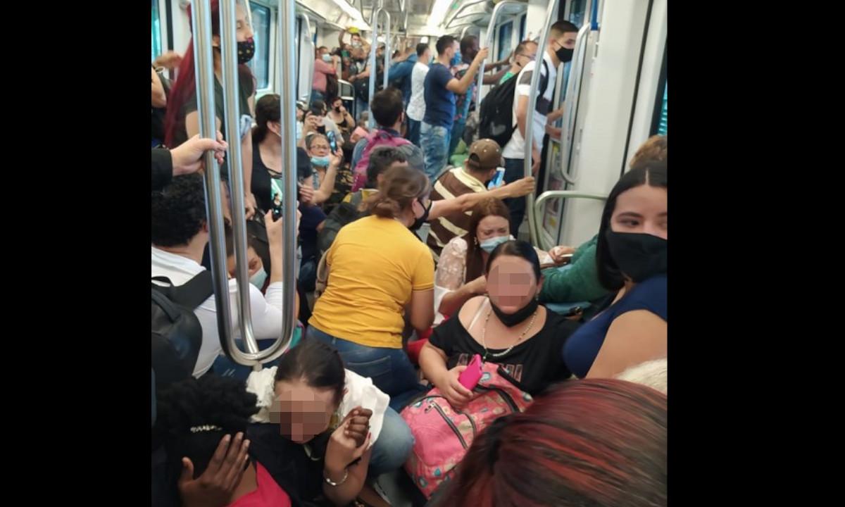 [Videos] Momento de pánico en el Metro de Medellín, pasajeros hasta rompieron vidrios para salir