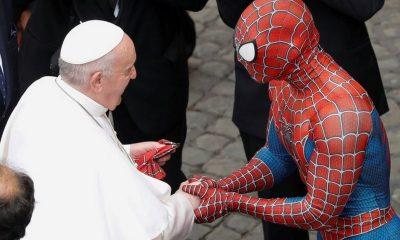El papa recibió la visita de 'Spiderman'