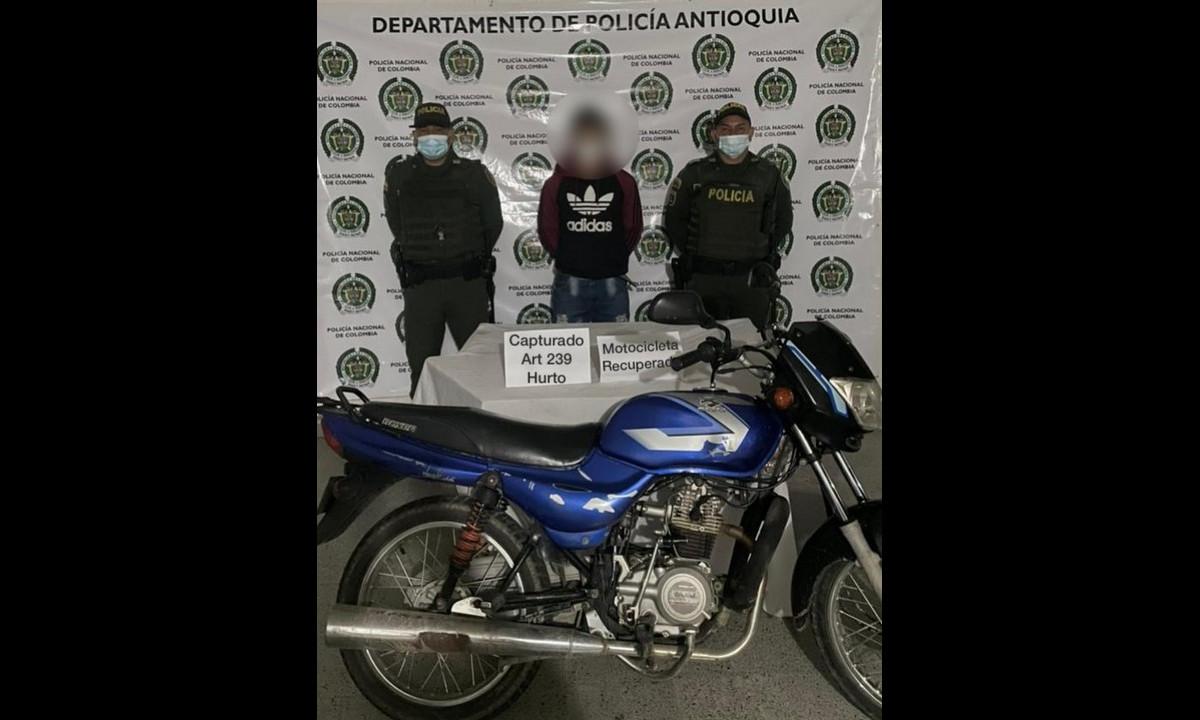 En Rionegro pillaron a este sujeto en una moto robada