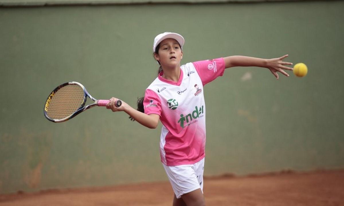Tenis de campo ninos deportistas