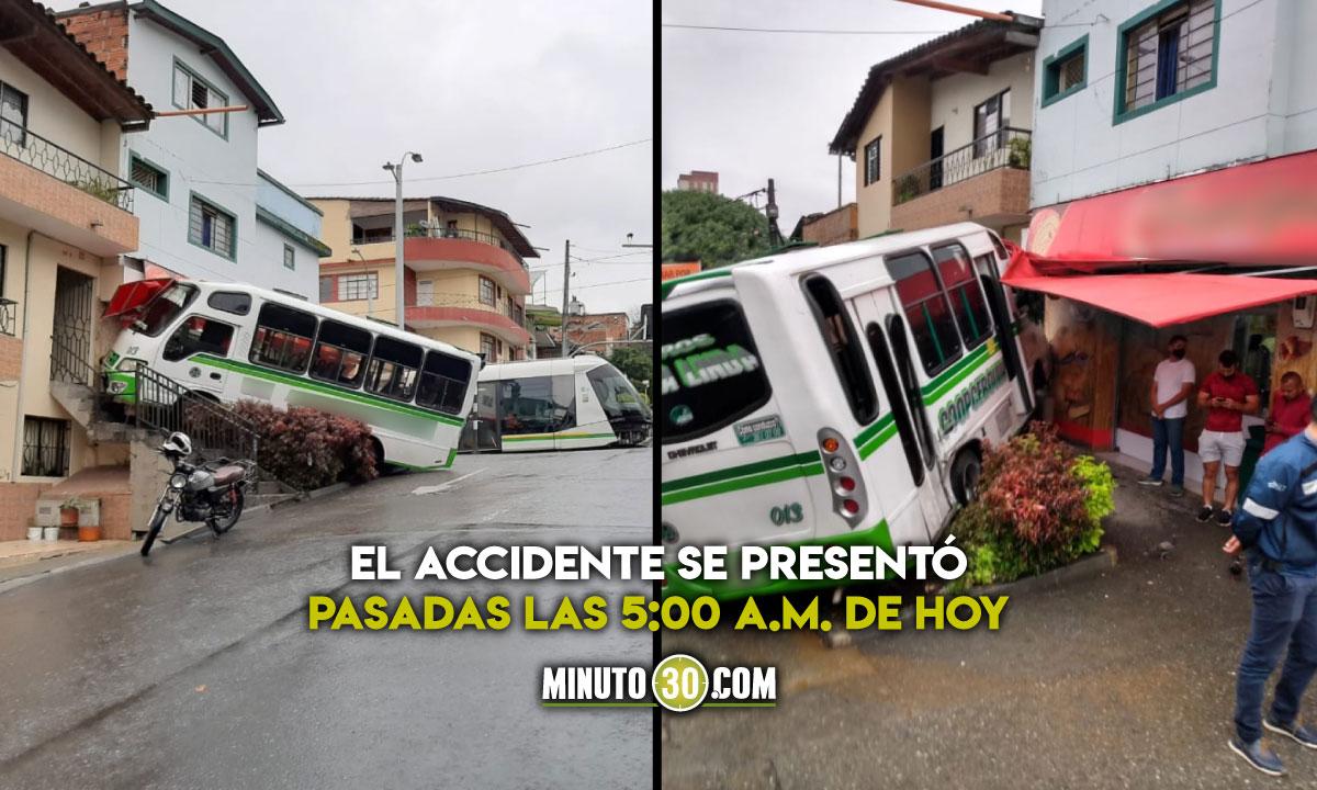 Aparatoso accidente entre bus y Tranvía de Ayacucho