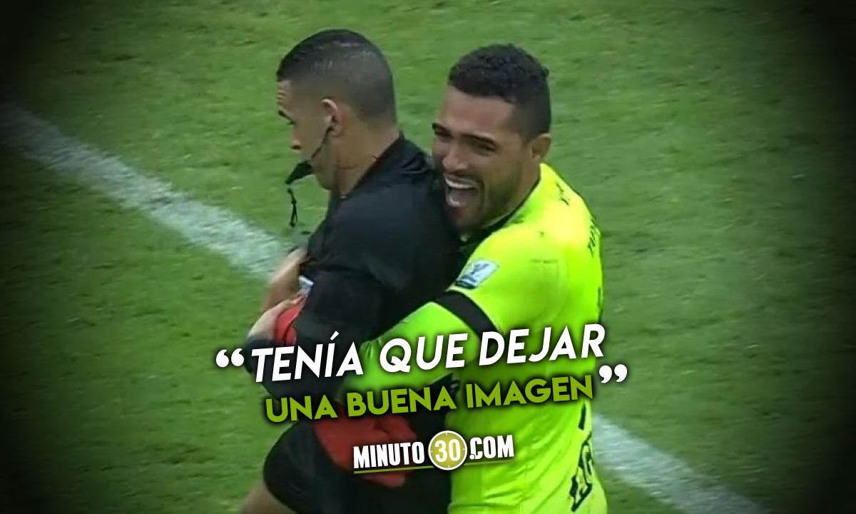 alvaro Montero se refirio al fuerte abrazo que le dio al arbitro