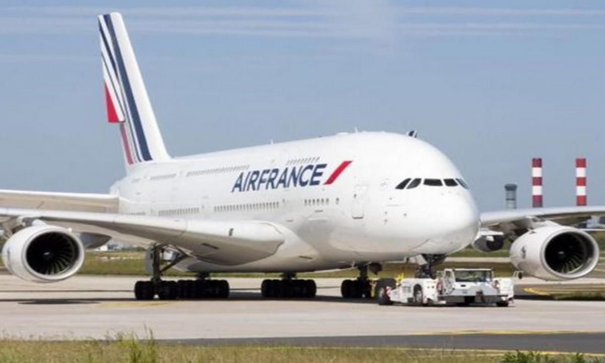 avión-aterrizaje-París-bomba
