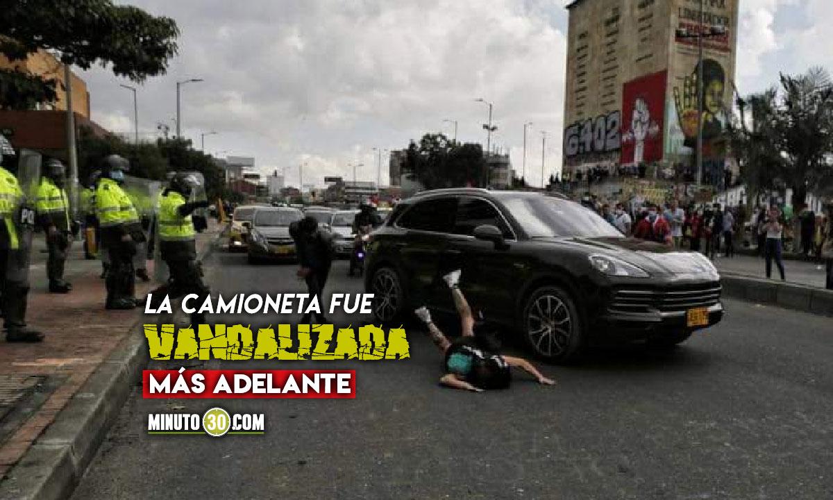 Denuncian que camioneta atropelló a una manifestante durante protestas en Bogotá