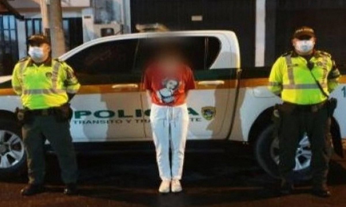 capturada mujer interpol circular azul