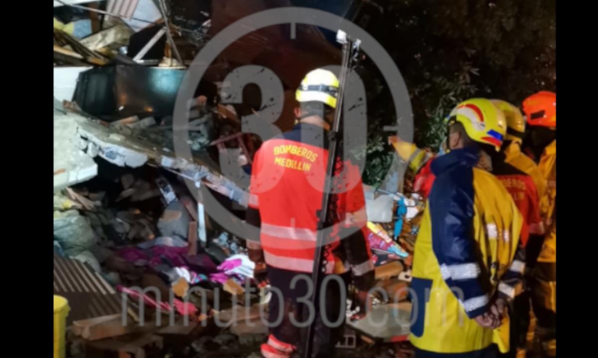 ¡Lamentable! Una menor murió en Villatina, quedó atrapada cuando su casa se desplomó