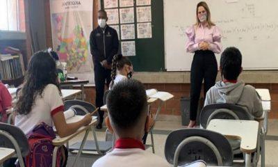 TODOS los colegios deben volver a clases presenciales