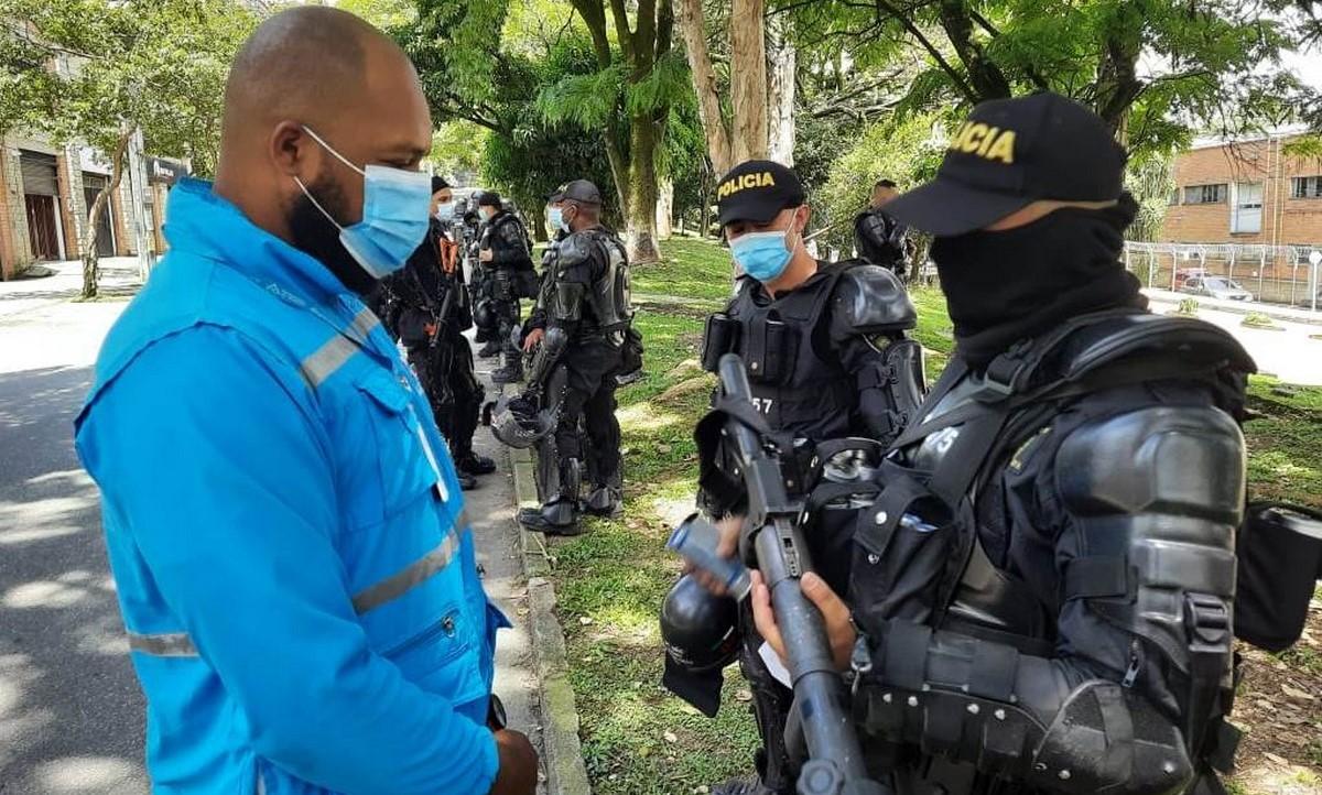 Personería de Medellín revisa armamento del Esmad