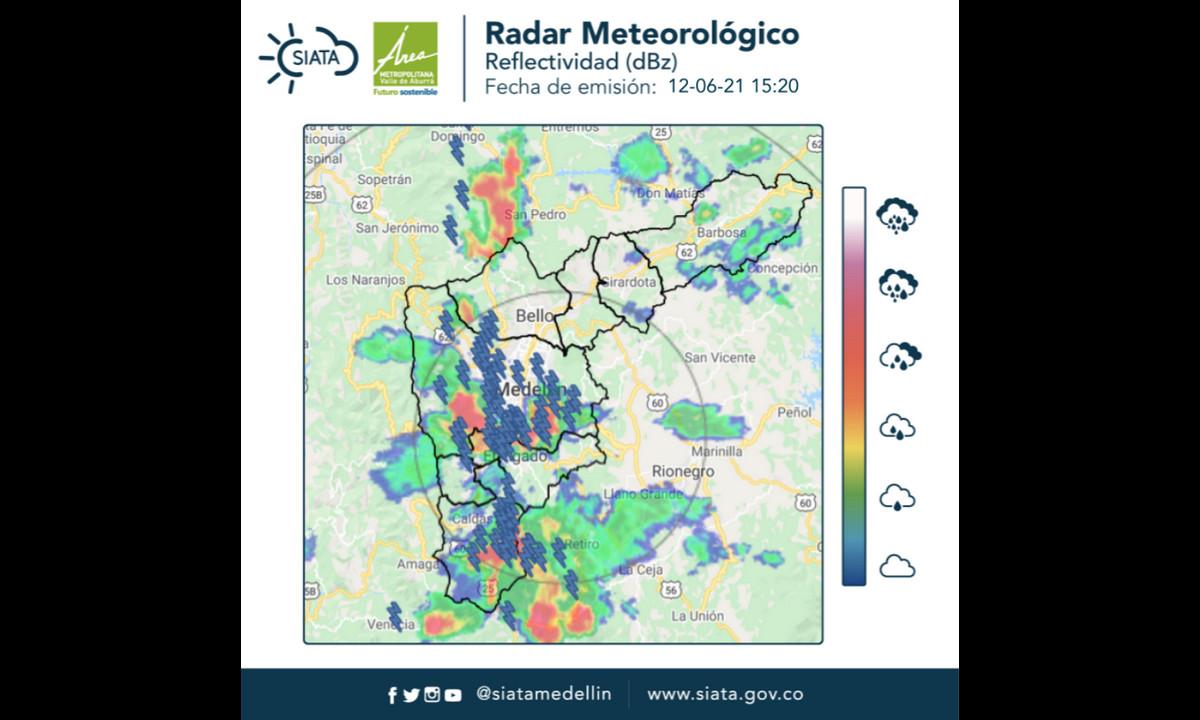 Reportan lluvias intensas con descargas eléctricas sobre sobre Medellín y otros municipios del Valle de Aburrá