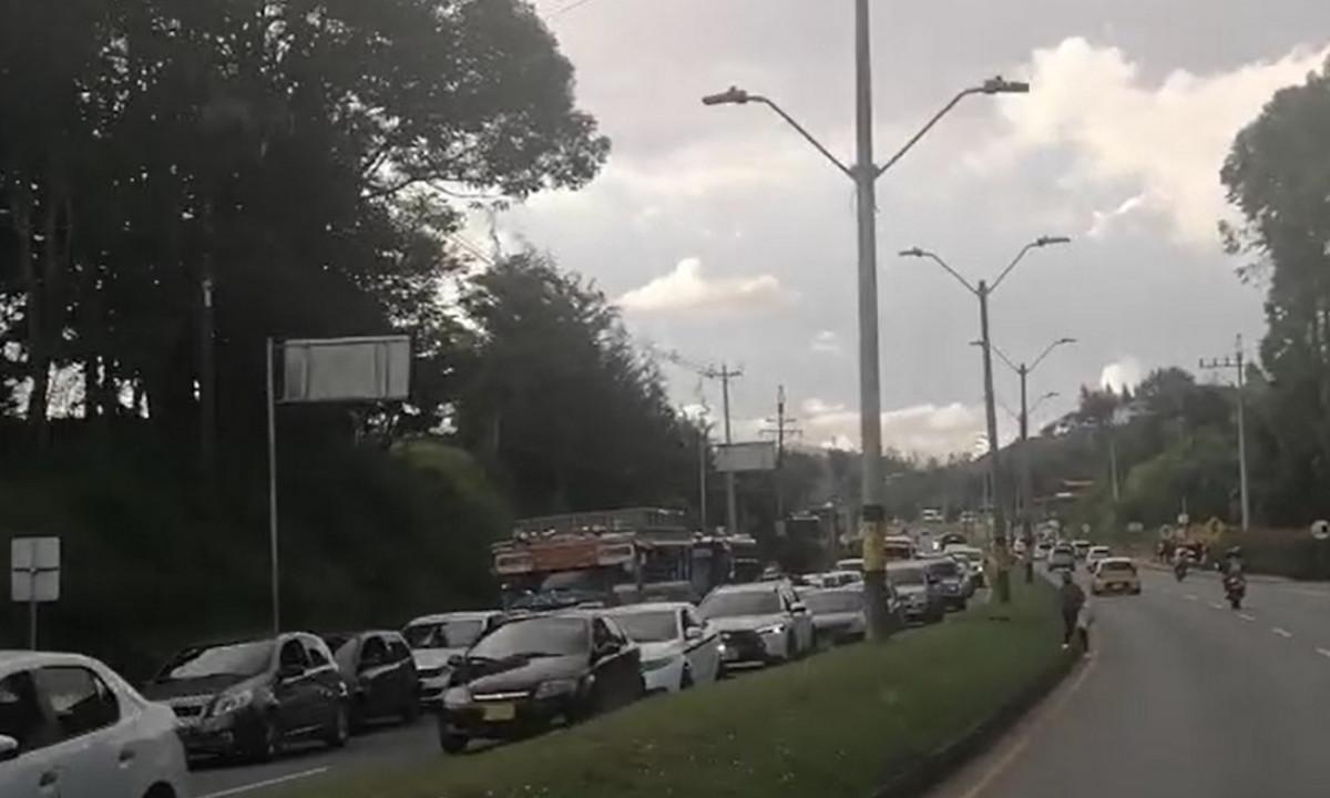 [Video] Congestión vehicular por accidente de tránsito en la vía Medellín - Bogotá