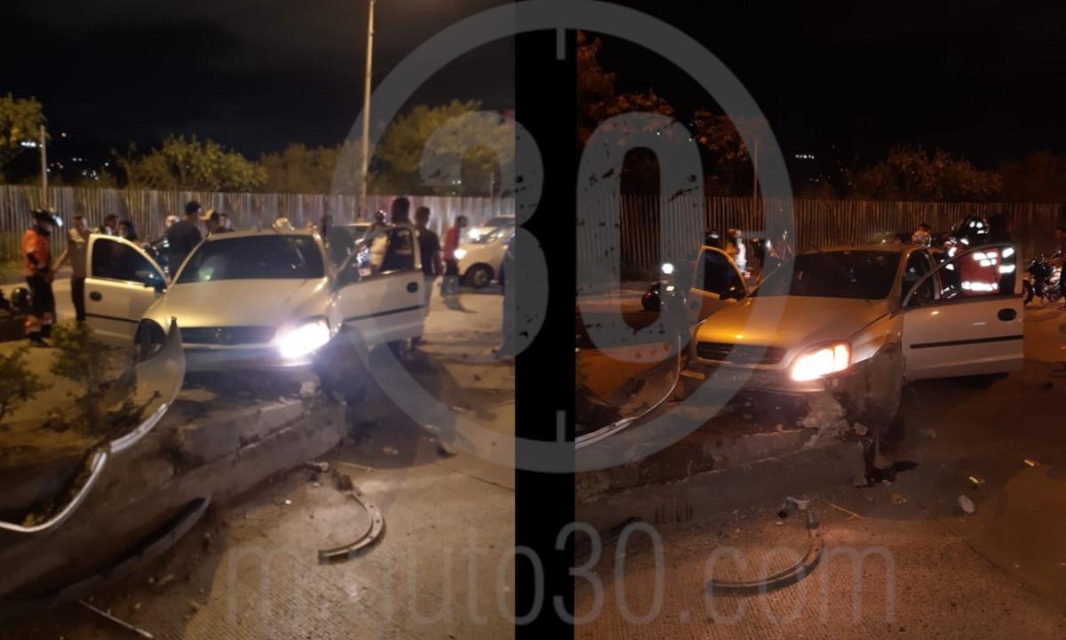 [Fotos] ¡Terrible! Un vehículo chocó con el separador del antiguo peaje, 5 personas resultaron heridas