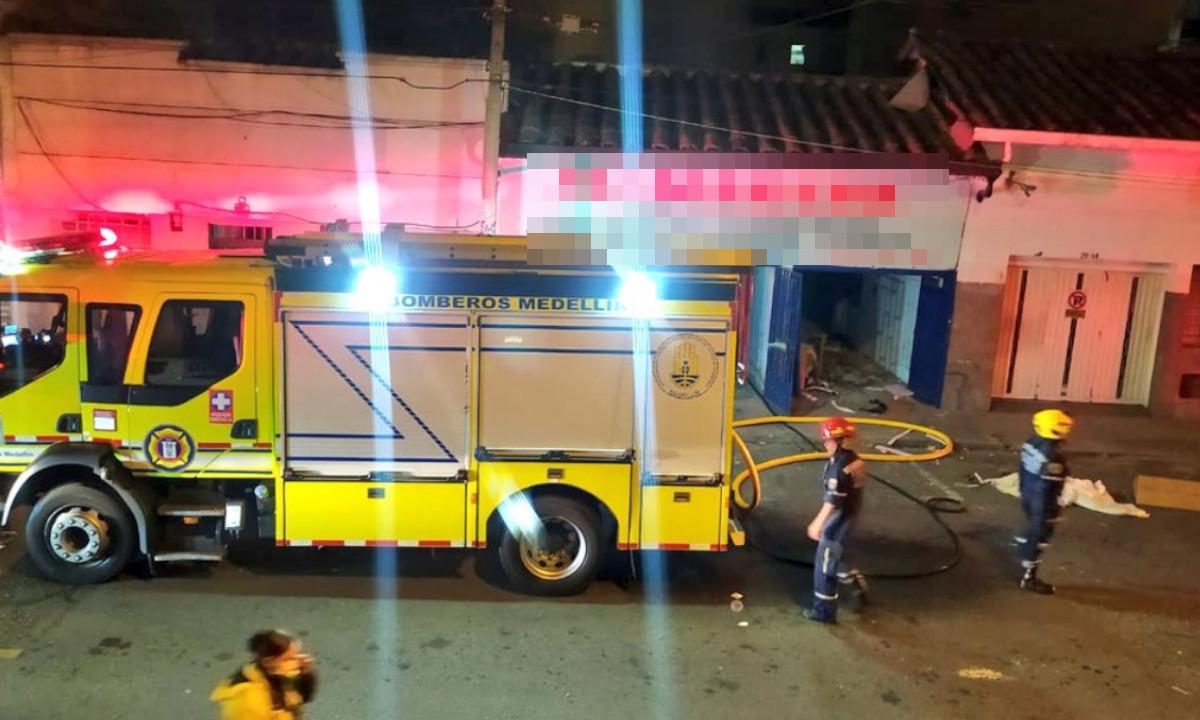 Bomberos de Medellín controlaron un voraz incendio en Belén Granada