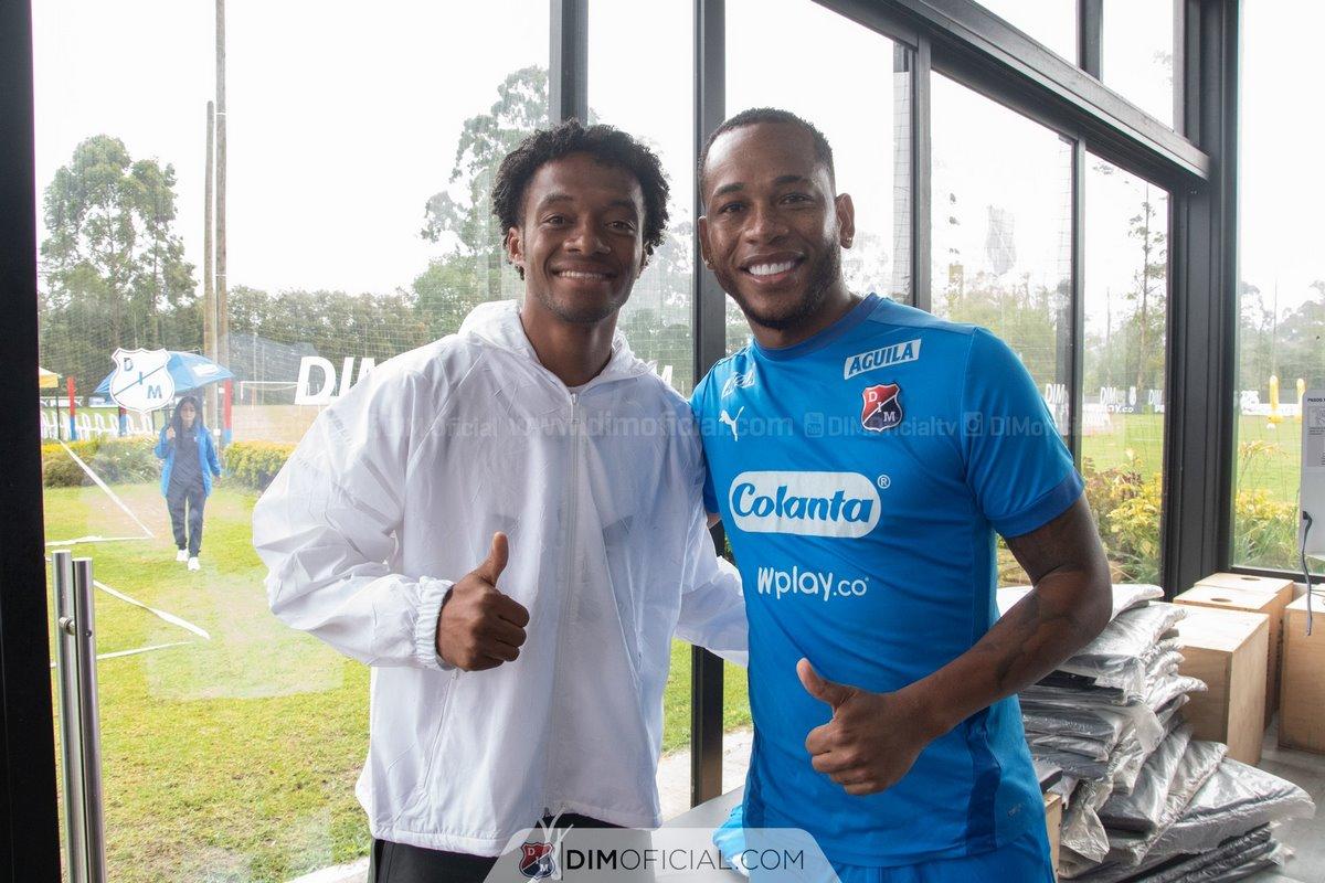 En Independiente Medellin disfrutaron la visita de Juan Guillermo Cuadrado 5