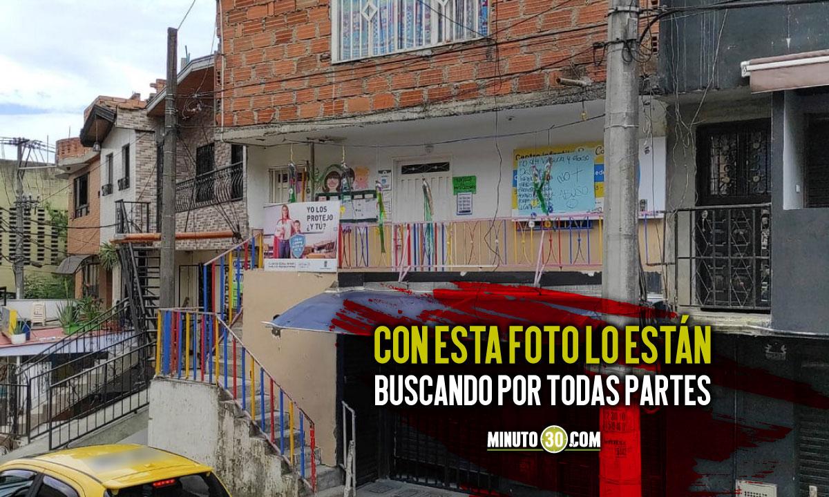 Este es el cartel con la cara de Manolo el presunto abusador de menores en Buen Comienzo