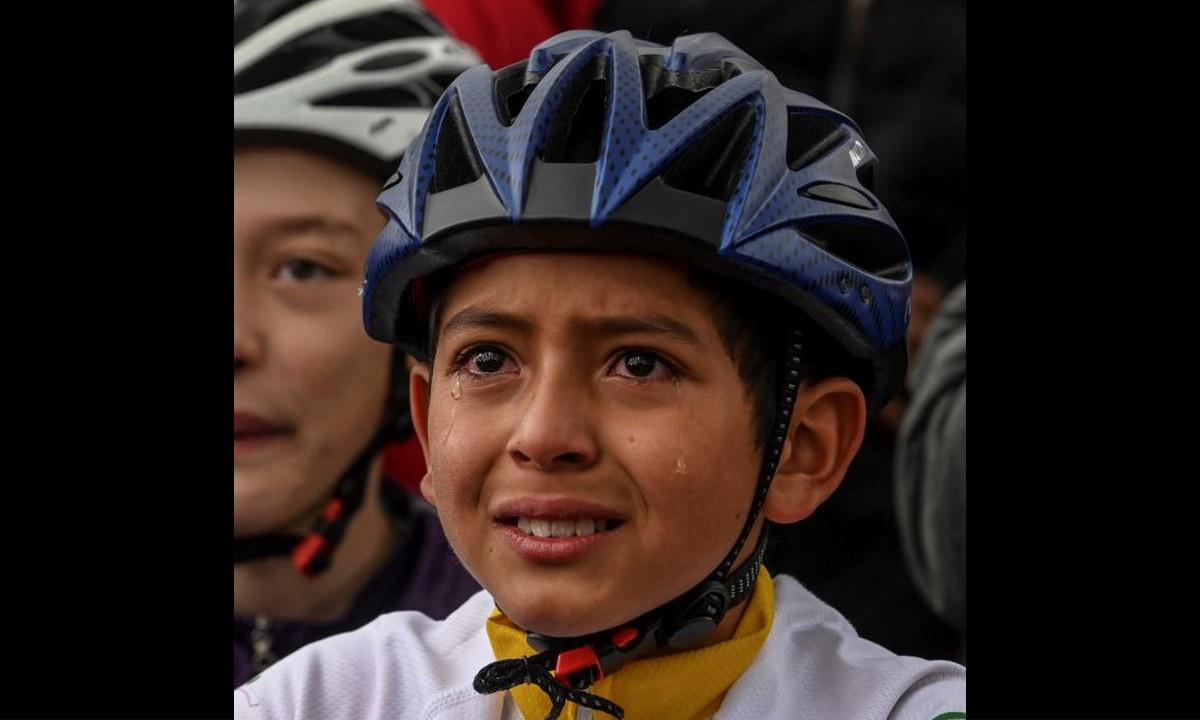 Conmovedor homenaje a Julián, el niño que quería ser como Egan Bernal