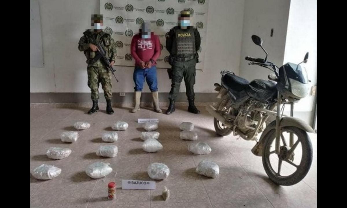 Camufló 16 paquetes de cocaína en su moto y se las pillaron