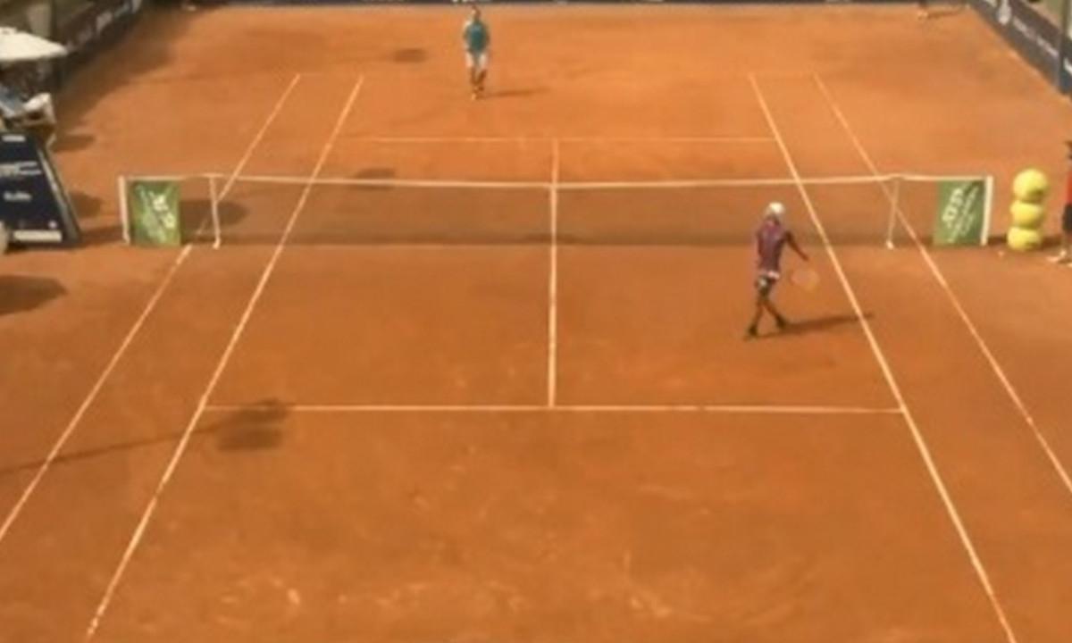 [Video] Tenista perpió un torneo y de la rabia rombió un vidrio