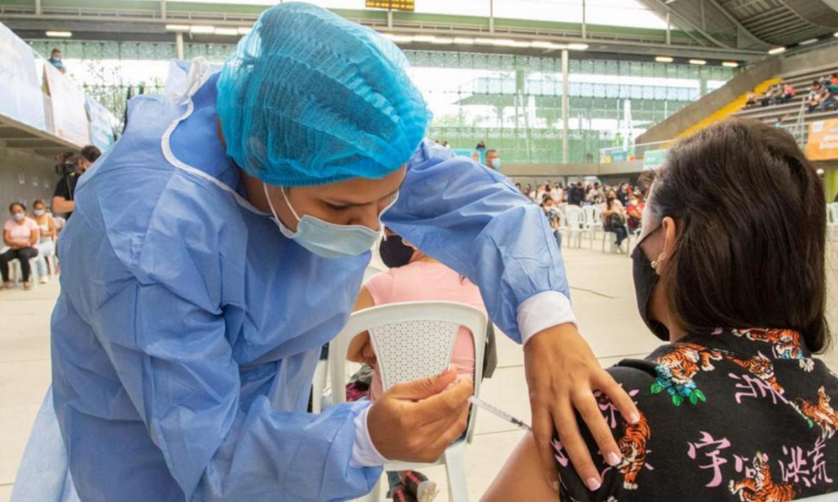 Cifras de ocupación UCI en Medellín demuestran la efectividad de la vacuna anticovid: Daniel Quintero