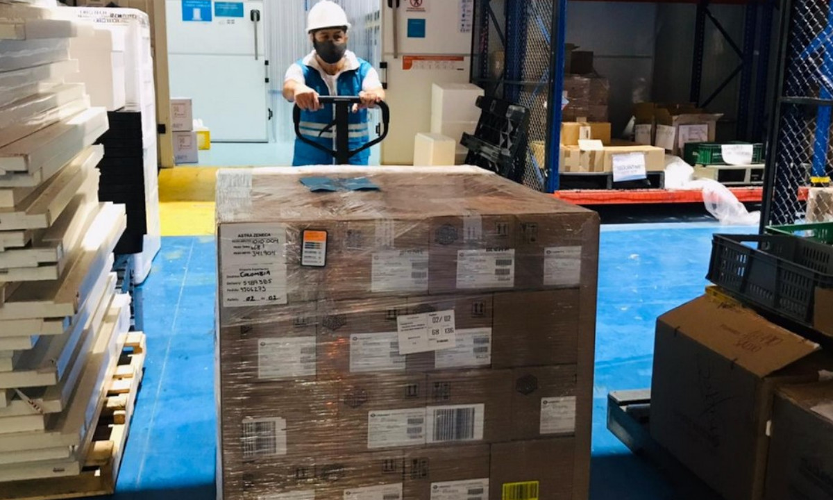 Hoy llegaron más vacunas anti Covid a Colombia de AstraZeneca
