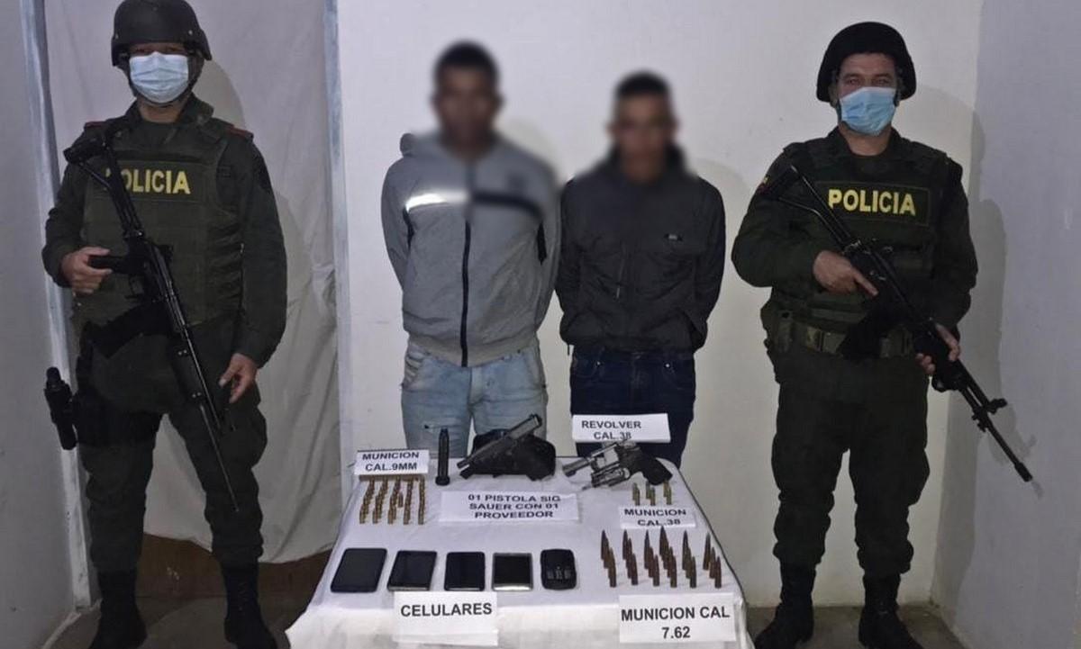 Capturados en Ituango por andar con pistola y revólver