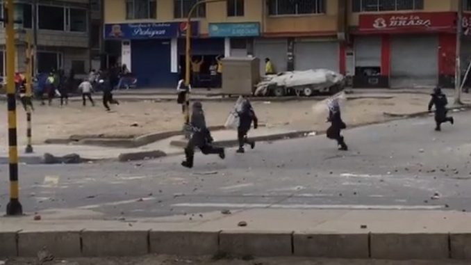 Al menos 5 policías heridos por disturbios en Usme