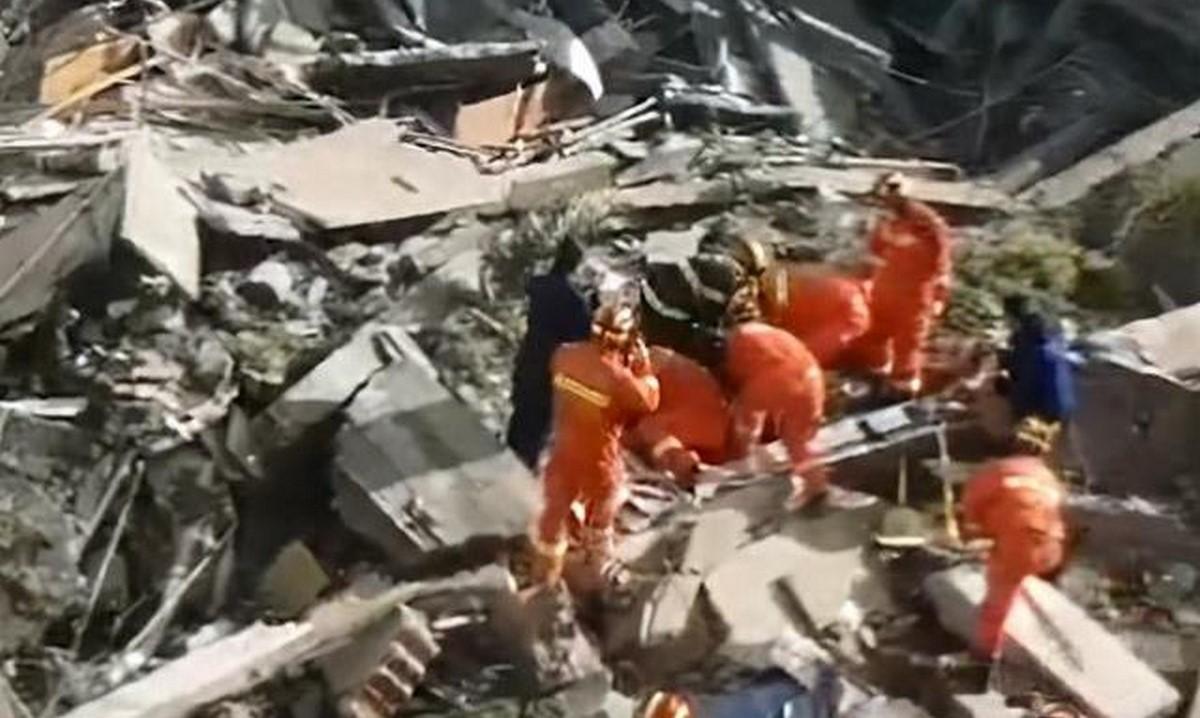 Se desplomó un hotel en China, hay al menos un muerto