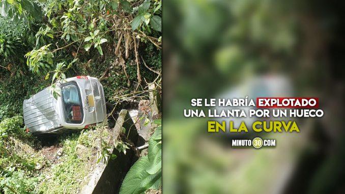 n carro cayó a un abismo en Santa Elena