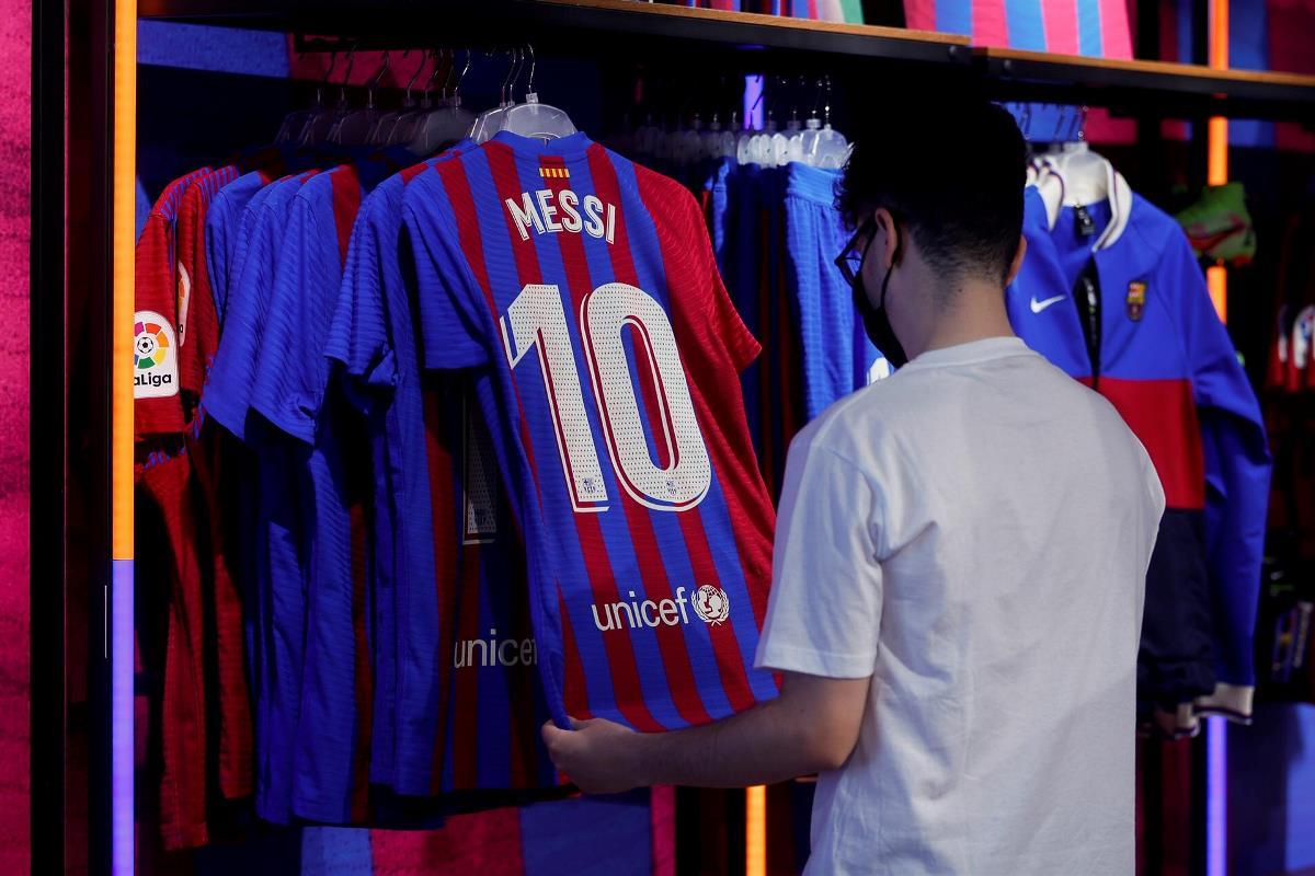barcelona messi agente libre