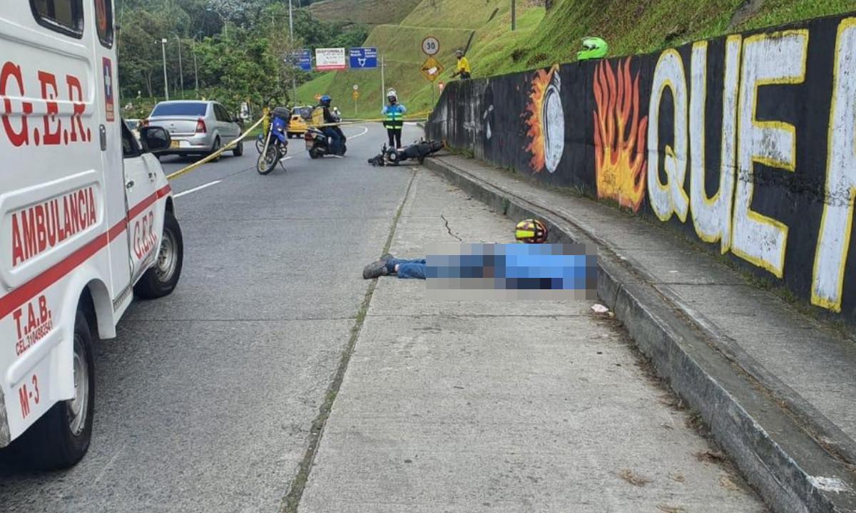 Motociclista perdió la vida al chocar con un muro