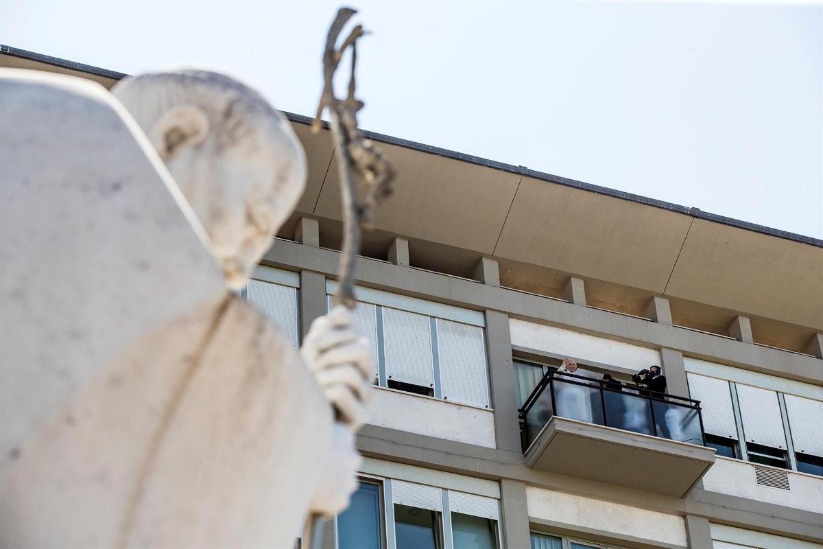 papa balcon hospital2