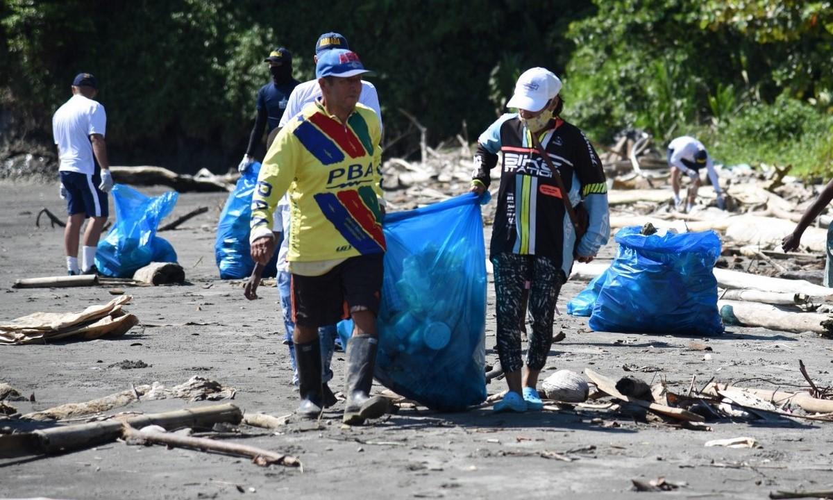 Limpieza de las playas del Parque Nacional Natural Uramba