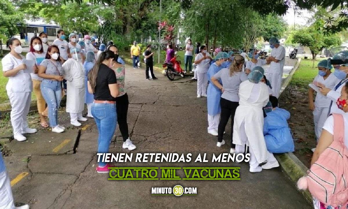 Enfermeros de Puerto Berrío en paro y retienen vacunas Covid