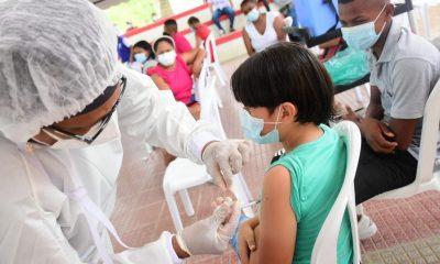Niños mayores de 12 años se podrían vacunar en agosto