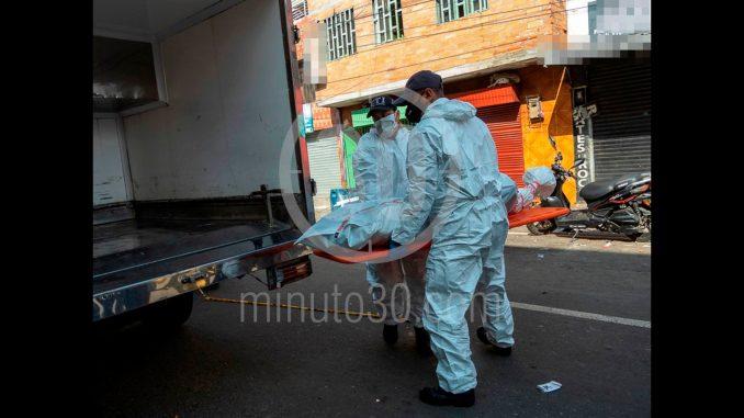 [Fotos] Un habitante de calle fue encontrado sin vida en el centro de Medellín