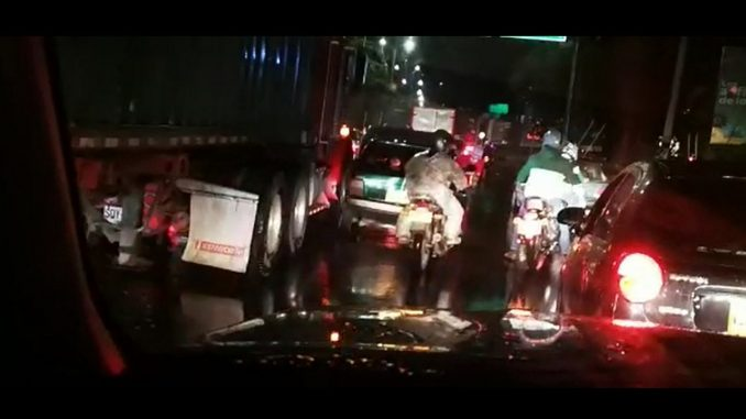 [Video] ¡Pilas! Paso lento por accidente de tránsito en la Avenida Regional a la altura de Aguacatala