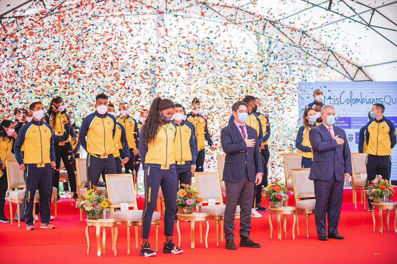 Deportistas colombianos con el presidente 3