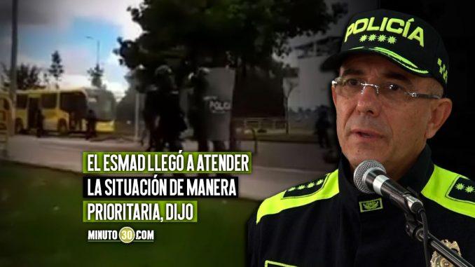 Es falso que uniformado del Esmad haya quemado el bus nuevo del Transmilenio: Policía